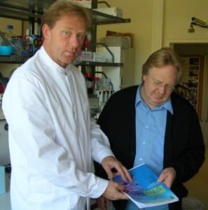 Prof. Dr. Oliver Planz, Wissenschaftler (Virologe) an der Universität Tübingen (links) im Gespräch mit dem Heilpraktiker, Schmerztherapeuten und Gesundheitskolumnisten Horst Boss, Wackersberg b. Bad Tölz (rechts)