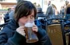 Deutsche Jugendliche trinken Alkohol, rauchen aber nicht